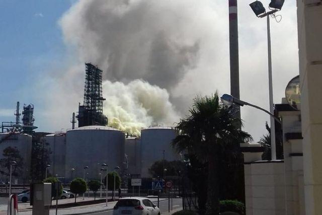Escape de vapor de agua en la unidad de coque de Escombreras - 1, Foto 1