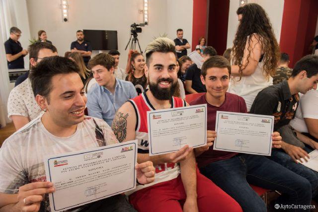 Cuarenta y cinco jóvenes reciben los diplomas de tres Certificados de Profesionalidad realizados a través del programa COLOC - 1, Foto 1