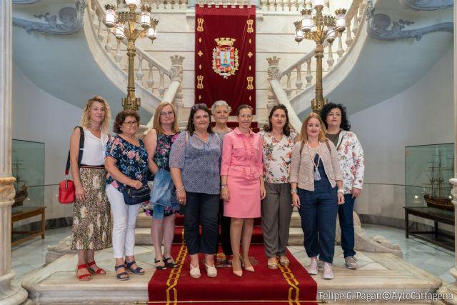 Mujeres de la Asociación Crear-T de Santa Ana visitan el Palacio Consistorial - 1, Foto 1
