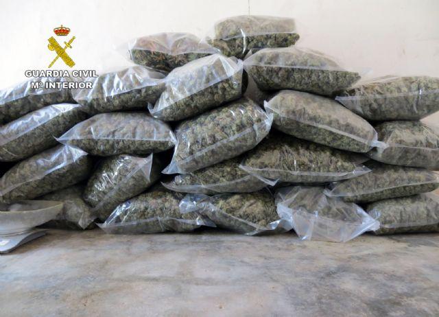 La Guardia Civil desmantela en Pliego una instalación dedicada al cultivo intensivo de marihuana - 1, Foto 1