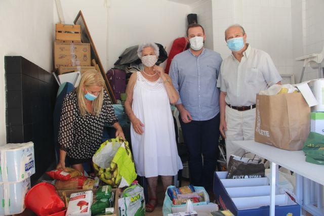 Los vecinos de El Mojón inician una campaña solidaria de recogida de alimentos destinados a Cáritas - 1, Foto 1