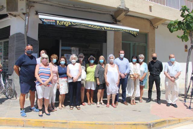 Los vecinos de El Mojón inician una campaña solidaria de recogida de alimentos destinados a Cáritas - 2, Foto 2