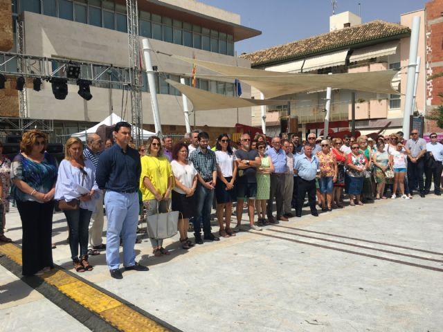 San Javier guardó un minuto de silencio en memoria de Miguel Ángel Blanco en el aniversario de su asesinato con un recuerdo a todas las víctimas de ETA - 1, Foto 1