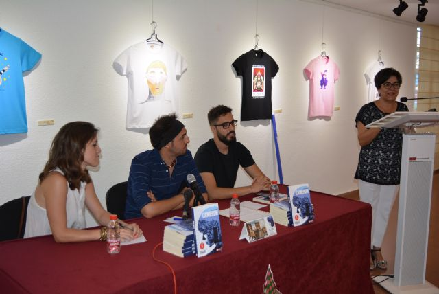 Cristóbal Terrer presenta en Águilas su primera novela, Foto 1