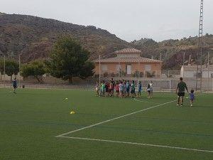 El Campo Municipal Alfonso Embarre acogerá los martes y jueves de julio la Escuela de Verano de Rugby, organizada por la Concejalía de Deportes y el Club de Rugby de Lorca - 1, Foto 1