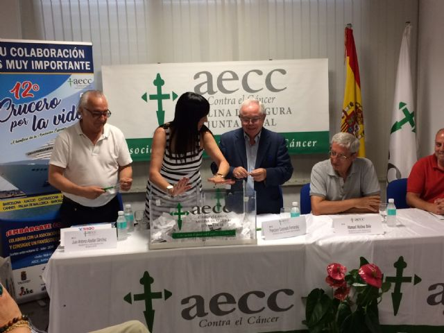 El número 2.044 es el ganador del primer premio en el sorteo del 12º Crucero por la Vida organizado por la Junta Local de la Asociación Española Contra el Cáncer de Molina de Segura - 3, Foto 3