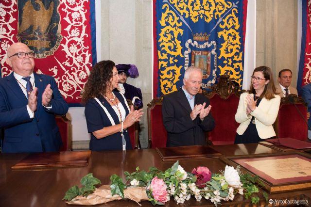 Afecto y emoción en la entrega de la Medalla de Oro de Cartagena a Antonio Bermejo - 1, Foto 1