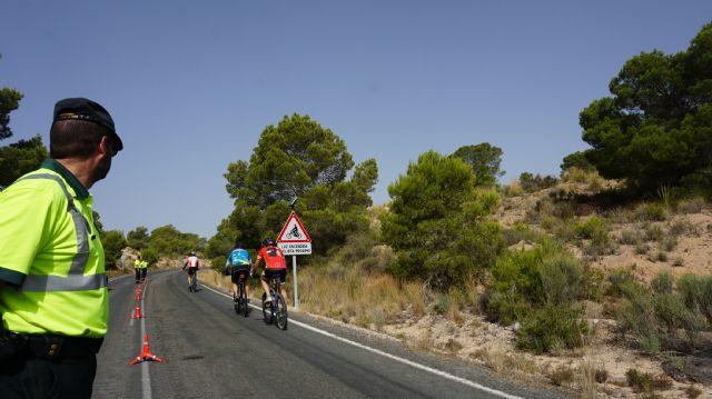 Las nuevas señales electrónicas de la DGT detectan y alertan a los conductores de la presencia de ciclistas en puntos críticos de las carreteras convencionales de la Región - 1, Foto 1