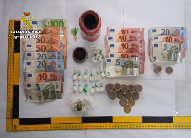 La Guardia Civil detiene a tres personas por tráfico de drogas durante la inspección de un bar de Torre-Pacheco - 3, Foto 3