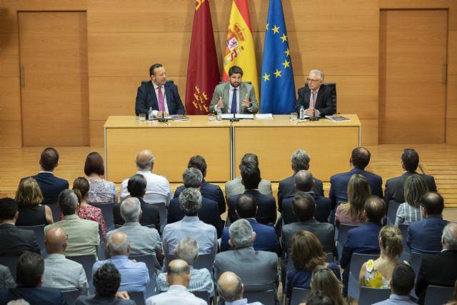 López Miras preside en el acto de presentación del Anuario del Colegio de Periodistas de la Región de Murcia - 2, Foto 2
