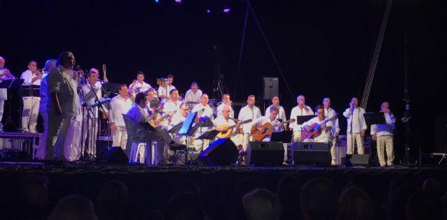 Las playas del Mar Menor acogerán un nuevo concierto de Los Parrandboleros y sesiones de cine clásico y familiar, Foto 1