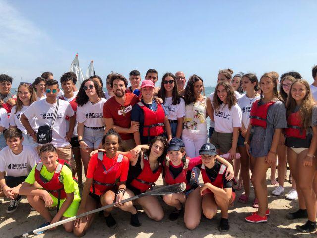 Unos 70 jóvenes participan en el campamen to de verano ´Arbolar Beach Rock´ de Los Urrutias, Foto 1