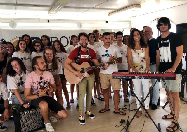 Unos 70 jóvenes participan en el campamen to de verano ´Arbolar Beach Rock´ de Los Urrutias, Foto 2