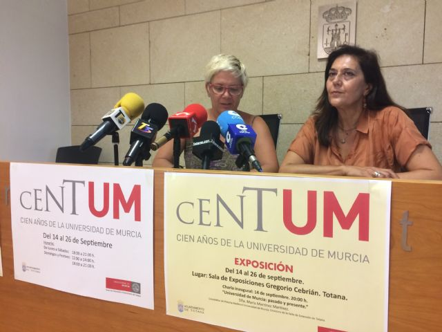 "The new permanent extension of the University of Murcia starts its activity in Totana with a talk and the exhibition ""Centum"" on the hundred years of this teaching institution - 2"