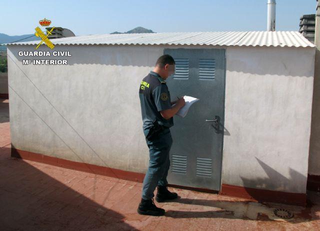 La Guardia Civil detiene/investiga a dos personas por la captura y posesión ilícita de jilgueros, Foto 1