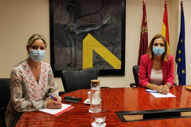 Martínez Vidal recibe a la alcaldesa de Fortuna para dar a conocer las ayudas puestas en marcha con motivo de la pandemia - 2, Foto 2