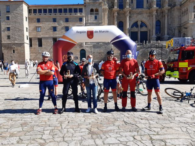 Los bomberos de Mi Camino Solidario Non Stop llegan a Santiago de Compostela - 1, Foto 1