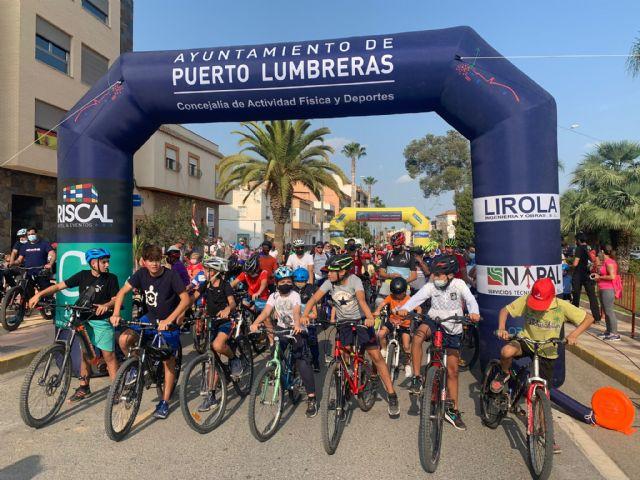 Más de 400 participantes se dan cita en una nueva edición del ciclopaseo En forma pedaleando - 2, Foto 2