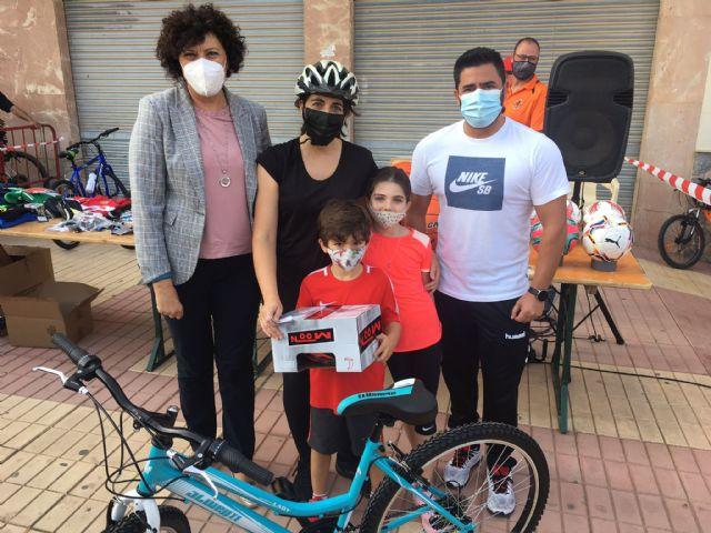 Más de 400 participantes se dan cita en una nueva edición del ciclopaseo En forma pedaleando - 3, Foto 3
