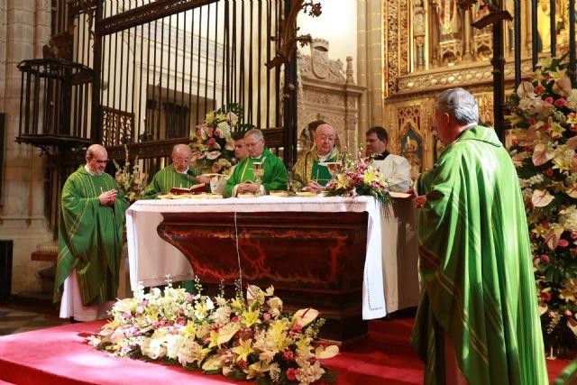 Multitudinaria Eucaristía en la Catedral para clausurar el III Congreso Internacional de Cofradías - 1, Foto 1