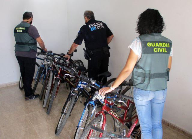 La Guardia Civil desmantela un grupo criminal relacionado con una treintena de robos de bicicletas - 1, Foto 1