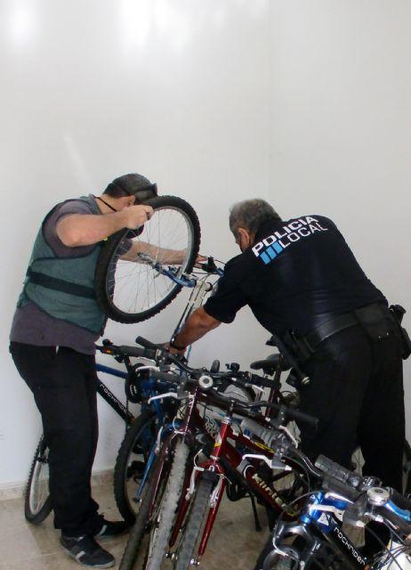 La Guardia Civil desmantela un grupo criminal relacionado con una treintena de robos de bicicletas - 2, Foto 2