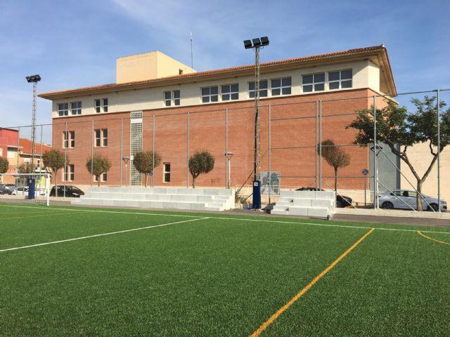 Comienza la colocación del graderío del campo municipal de fútbol 7 junto a la Casa de la Cultura - 1, Foto 1