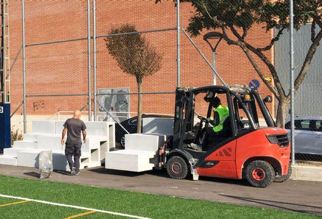 Comienza la colocación del graderío del campo municipal de fútbol 7 junto a la Casa de la Cultura - 4, Foto 4