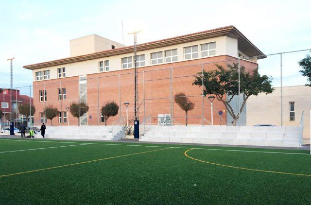 Comienza la colocación del graderío del campo municipal de fútbol 7 junto a la Casa de la Cultura - 5, Foto 5