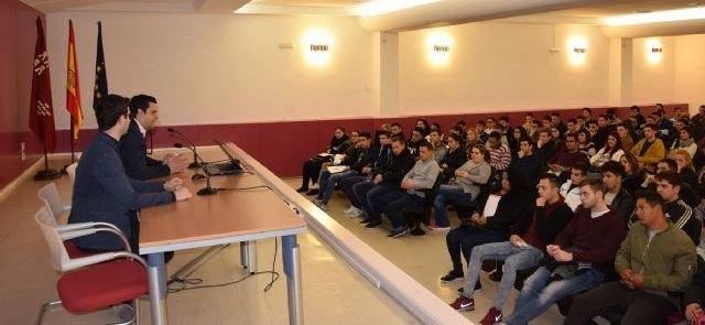 La colaboración entre ElPozo y la Comunidad permite la contratación de 250 jóvenes tras realizar cursos de operario cárnico, Foto 1