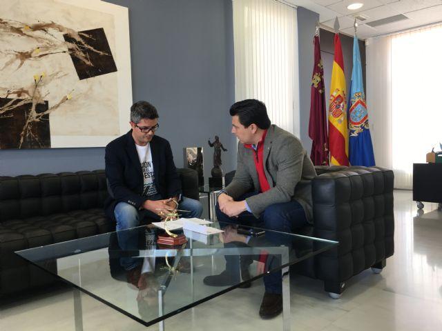 El alcalde se reúne con el ingeniero de caminos de San Javier, Justo Botella para conocer su proyecto de instalación de una compuerta en el Estacio - 2, Foto 2