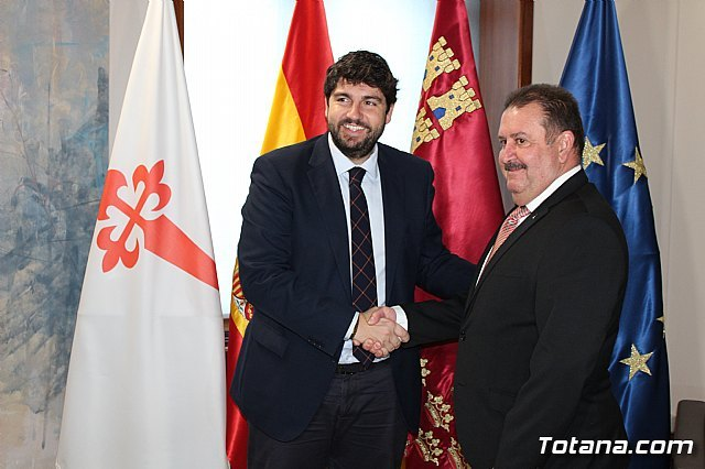 President Fernando López Miras receives the mayor of Totana