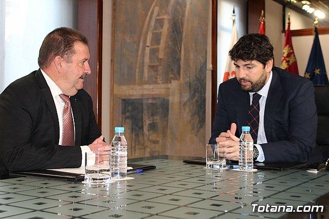 El presidente Fernando López Miras recibe al alcalde de Totana, Foto 2
