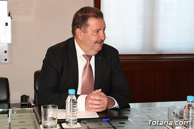 President Fernando López Miras receives the mayor of Totana - 3