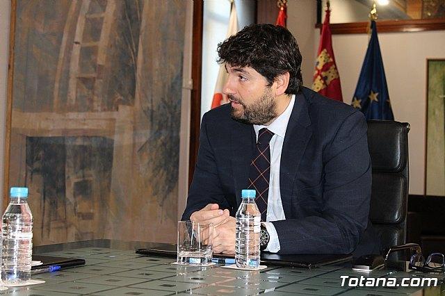 El presidente Fernando López Miras recibe al alcalde de Totana, Foto 4