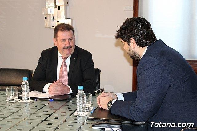 El presidente Fernando López Miras recibe al alcalde de Totana, Foto 5