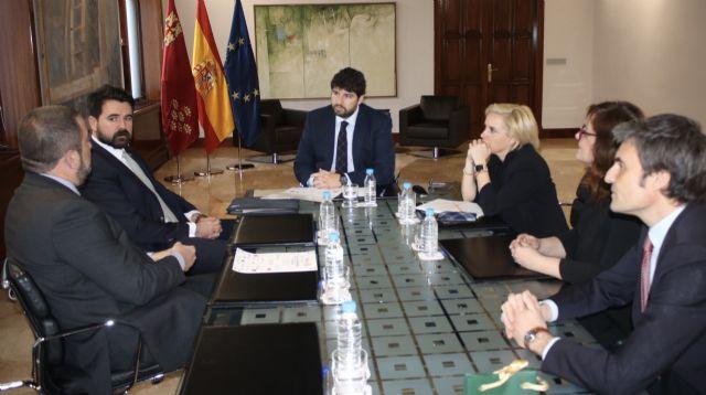 Fernando López Miras recibe a los representantes del Club Rotary Murcia Norte, Foto 2