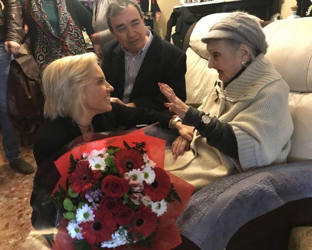 La consejera de Educación homenajea a la maestra más longeva afiliada a ANPE, de 103 años, Foto 1