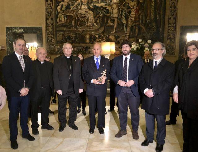 Fernando López Miras encabeza la delegación murciana que se reúne con el embajador de España ante la Santa Sede, Foto 3