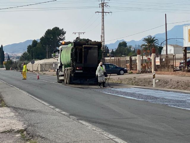 During this week they undertake the renovation of the firm of several sections of the N-340 road in the municipality of Totana, Foto 5