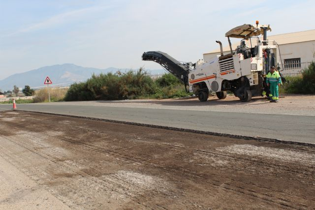 During this week they undertake the renovation of the firm of several sections of the N-340 road in the municipality of Totana, Foto 7