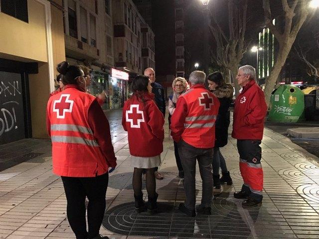 La concejala de Servicios Sociales visita a las personas sin hogar acompañada por la Unidad de Emergencia Social de Cruz Roja - 3, Foto 3