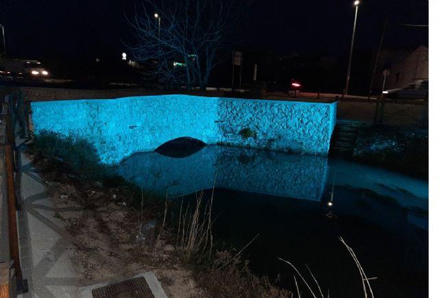 El Puente de las Pilas estrena iluminación nocturna - 1, Foto 1