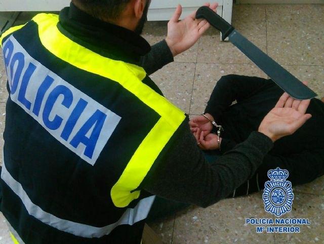 La Policía Nacional detiene a 15 personas en Totana por su presunta vinculación a la organización Latin King, Foto 1