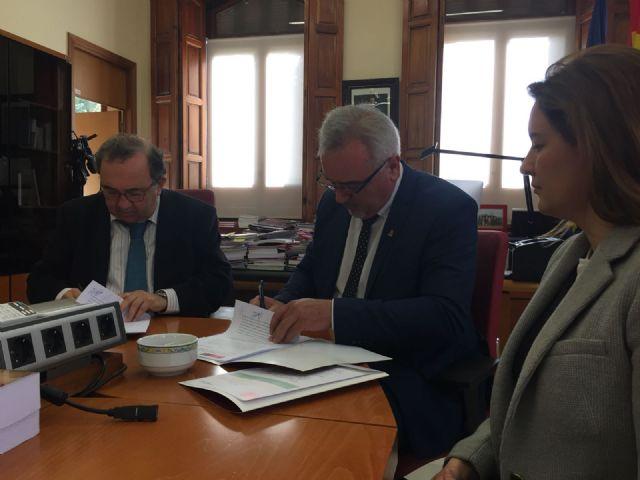 El Ayuntamiento firma con la Universidad de Murcia un convenio para la sede permanente de extensión universitaria en Moratalla - 3, Foto 3