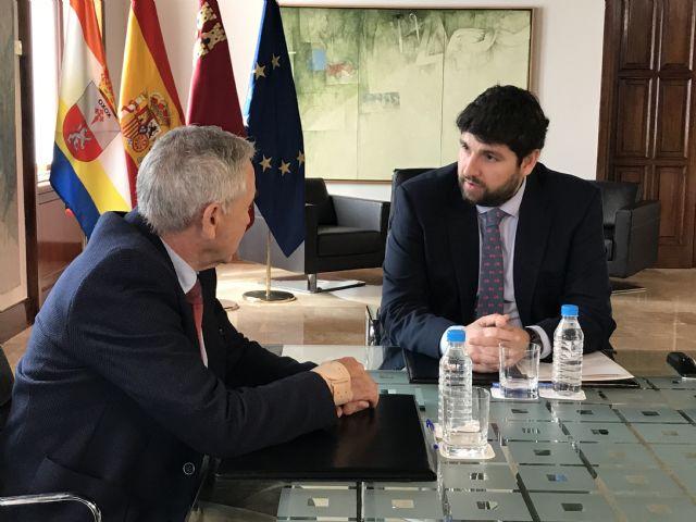 El presidente Fernando López Miras se reúne con el alcalde de Ojós - 2, Foto 2