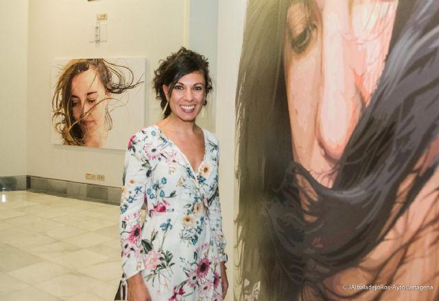 Visitas guiadas de Rosana Sitcha explicando su exposicion en el Palacio Consistorial - 1, Foto 1