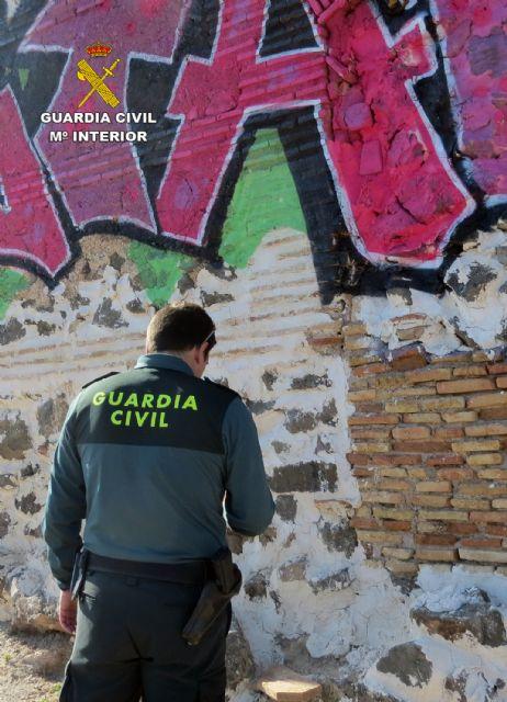 La Guardia Civil investiga al presunto autor de unos grafitis en un BIC de Cartagena - 2, Foto 2