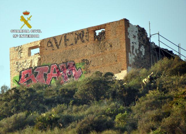 La Guardia Civil investiga al presunto autor de unos grafitis en un BIC de Cartagena - 4, Foto 4