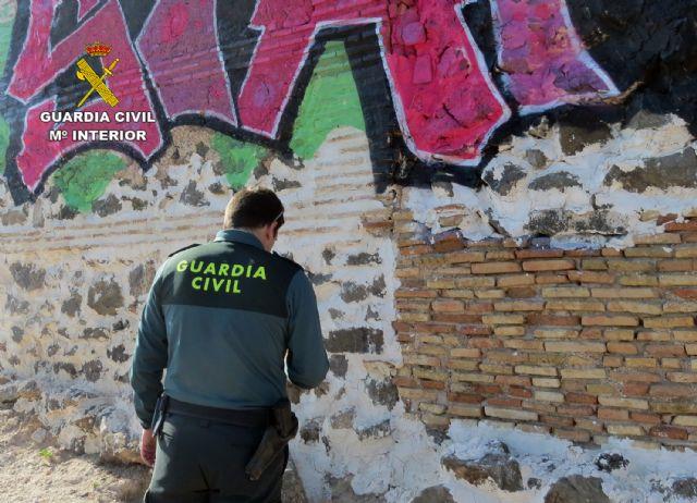 La Guardia Civil investiga al presunto autor de unos grafitis en un BIC de Cartagena - 5, Foto 5